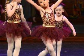 Little ballerinas dancing