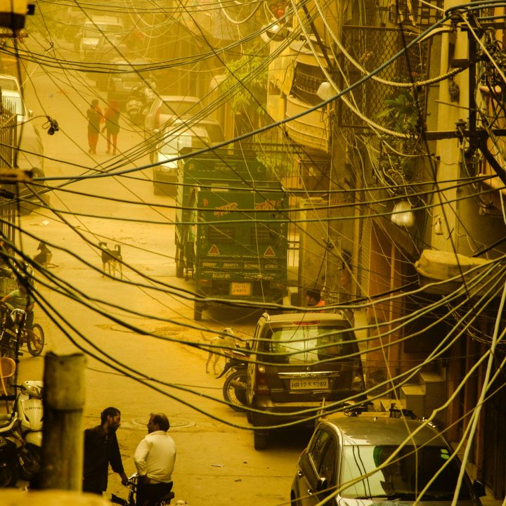 india-wires-busy-street